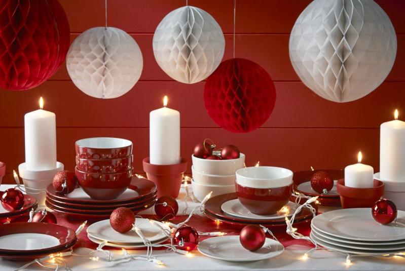 dekoracje świąteczne bombki na stole