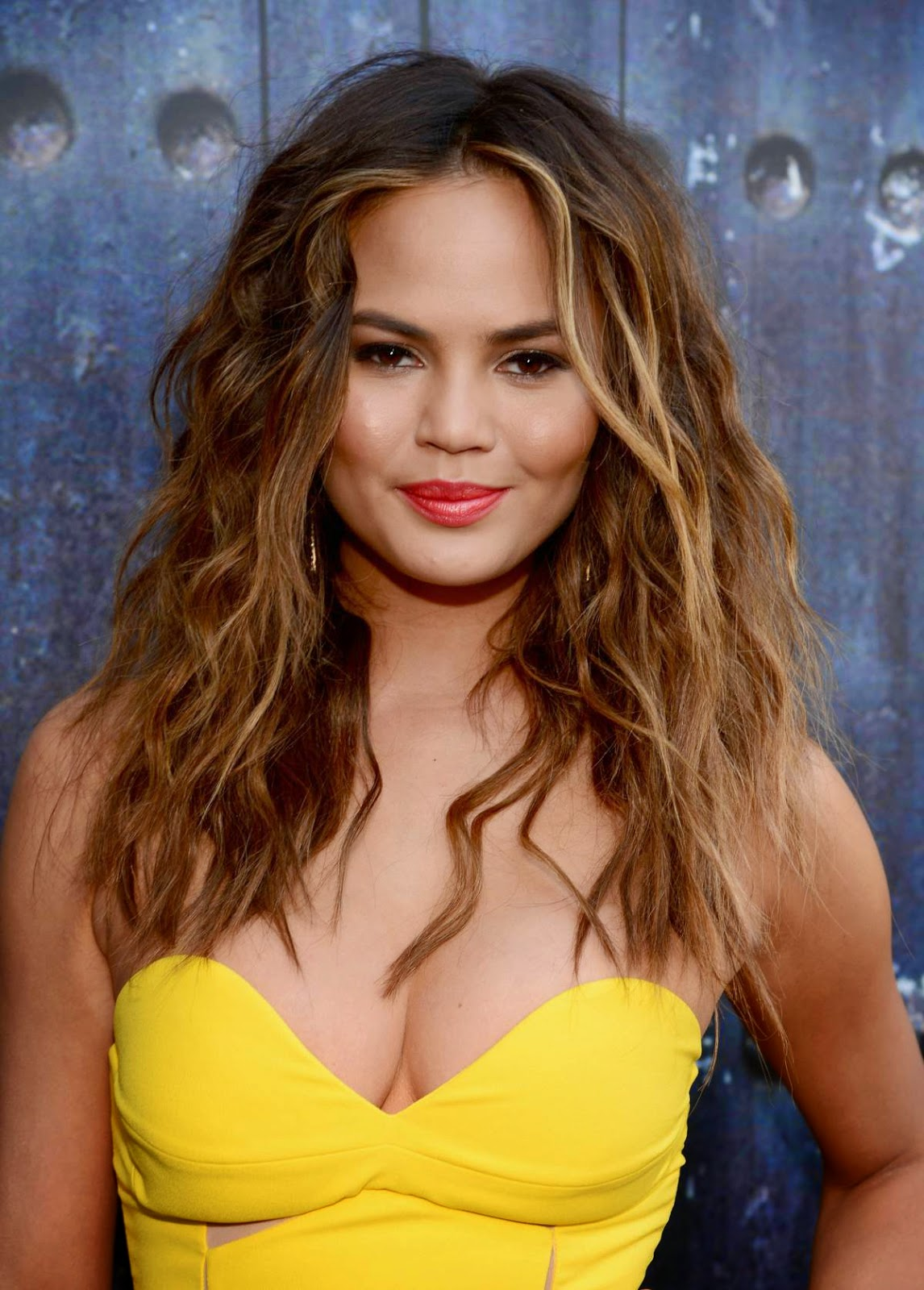 Chrissy Teigen - Hot Cleavage Show in Spike TV's Guys Choice 2014 Awards