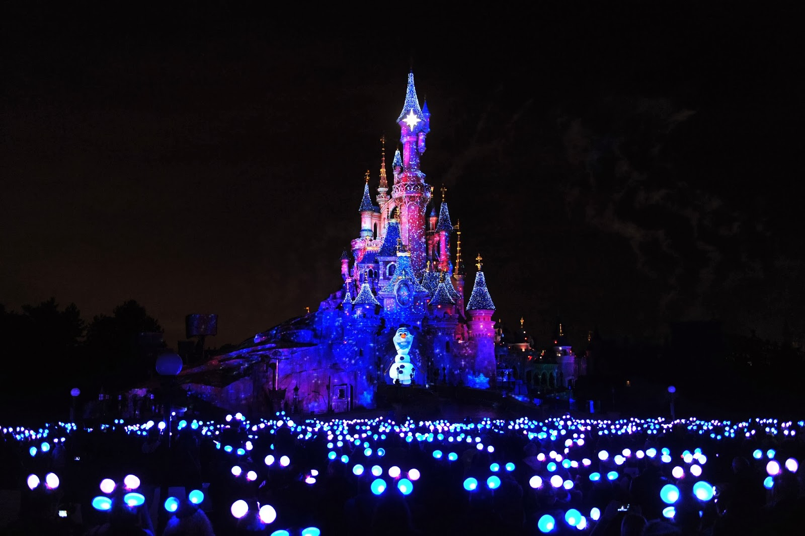 what can be said about disney dreams of christmas that has not already been said this beautiful new spectacle of a show will be on the castle each day at