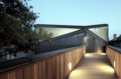 Aujourd´hui Valéry: Pitched Roof House_by Chenchow Little Architects