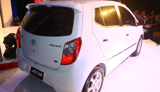 Spesifikasi Lengkap Mobil Toyota Agya Dan Daihatsu Aila