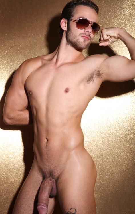 Vídeos de hombres gays desnudos en público - SEXO GAY