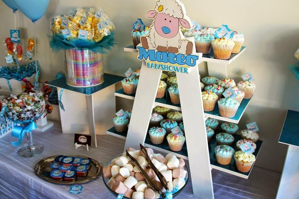 Mesa de dulces y cupcakes para babyshower