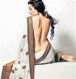 vidya balan without bra and blouse saree photo