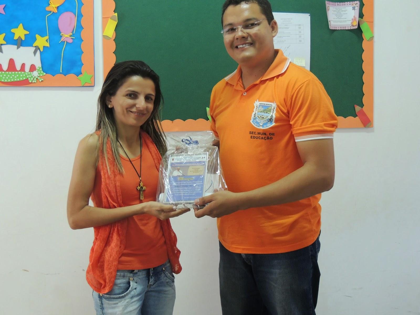 Juciê Gomes recebe homenagem