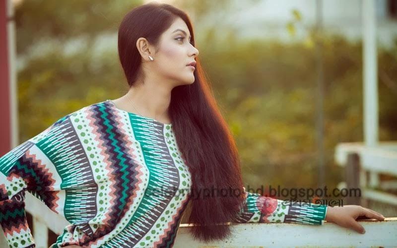 Bangladeshi+model+Shayna+Amin+Hot+Photos002