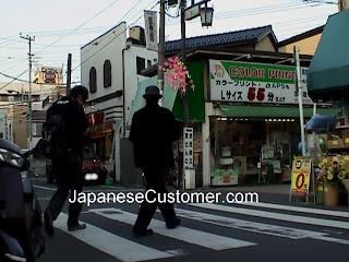 Street scene in Tokyo copyright peter hanami 2009