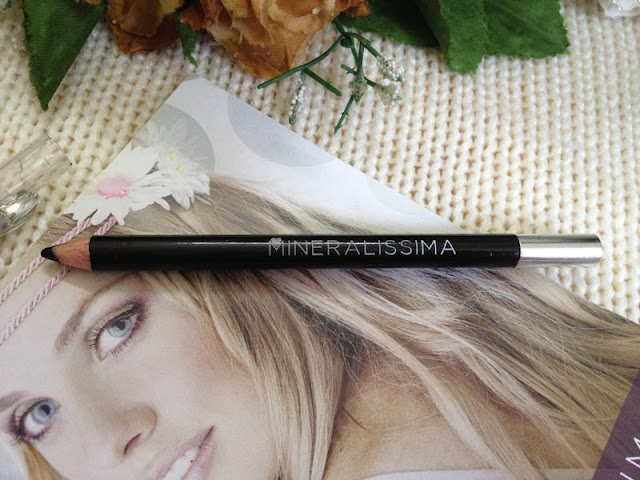 eyeliner pencil black with sharpener