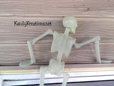 Climbing Skeleton DIY by KandyKreations