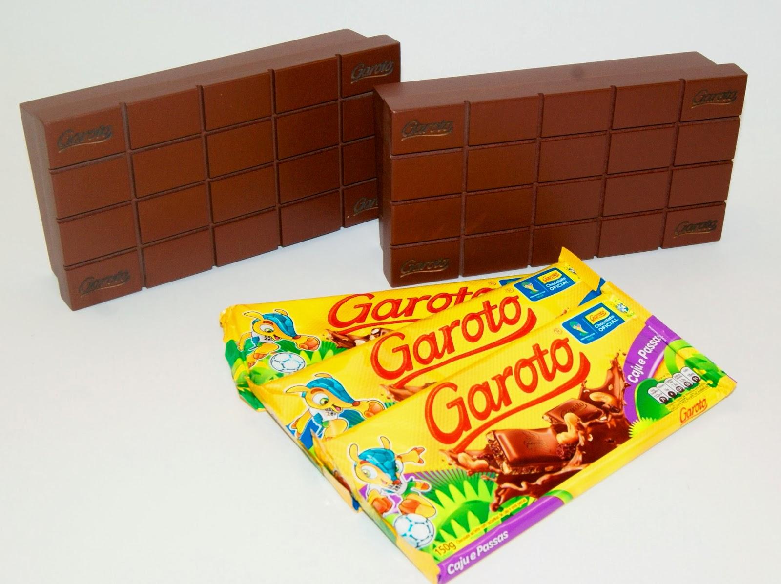 caixa formato de tablete de chocolate feita em madeira e que acompanha  #C62C05 1600x1197