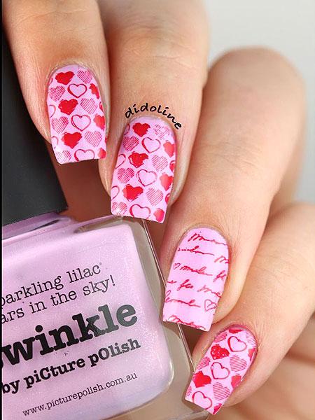 Маникюр с ваденки за нокти на сърца и букви за Св. Валентин