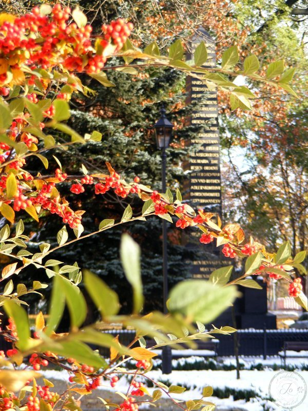 Tytułowy obelisk i oddech Tołstoja