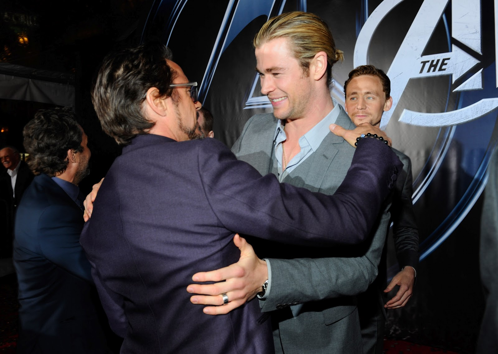 http://4.bp.blogspot.com/-vIgj5eFBkc4/T4iJKRO8a4I/AAAAAAAABJQ/i9pSPRcqEvQ/s1600/Avengers+US+Premiere.+Robert+Downey+Jr+and+Chris+Hemsworth..JPG