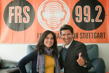 Nidia Goehring del equipo de Ecos con el cantante Mejicano  Mariano Cersa