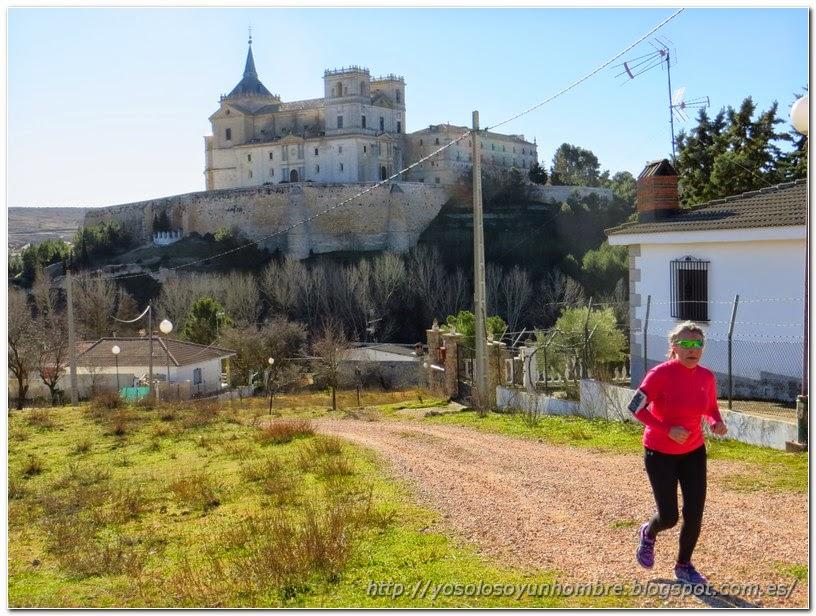 Camino de subida dejando atrás el monasterio