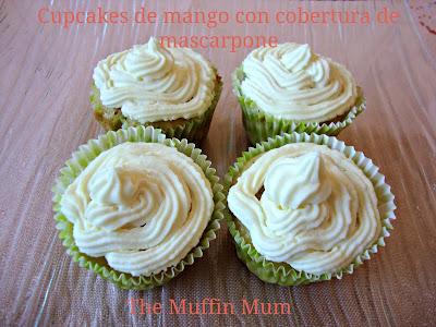 Cupcakes de mango con cobertura de mascarpone