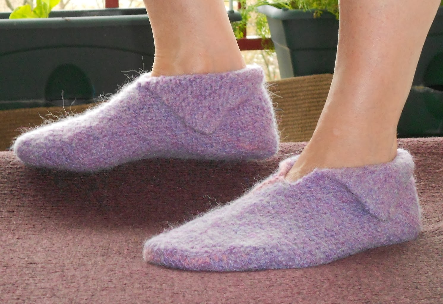 Knitting Pattern For Elf Slippers : Reah Janise Designs: FELTED ELF SLIPPERS