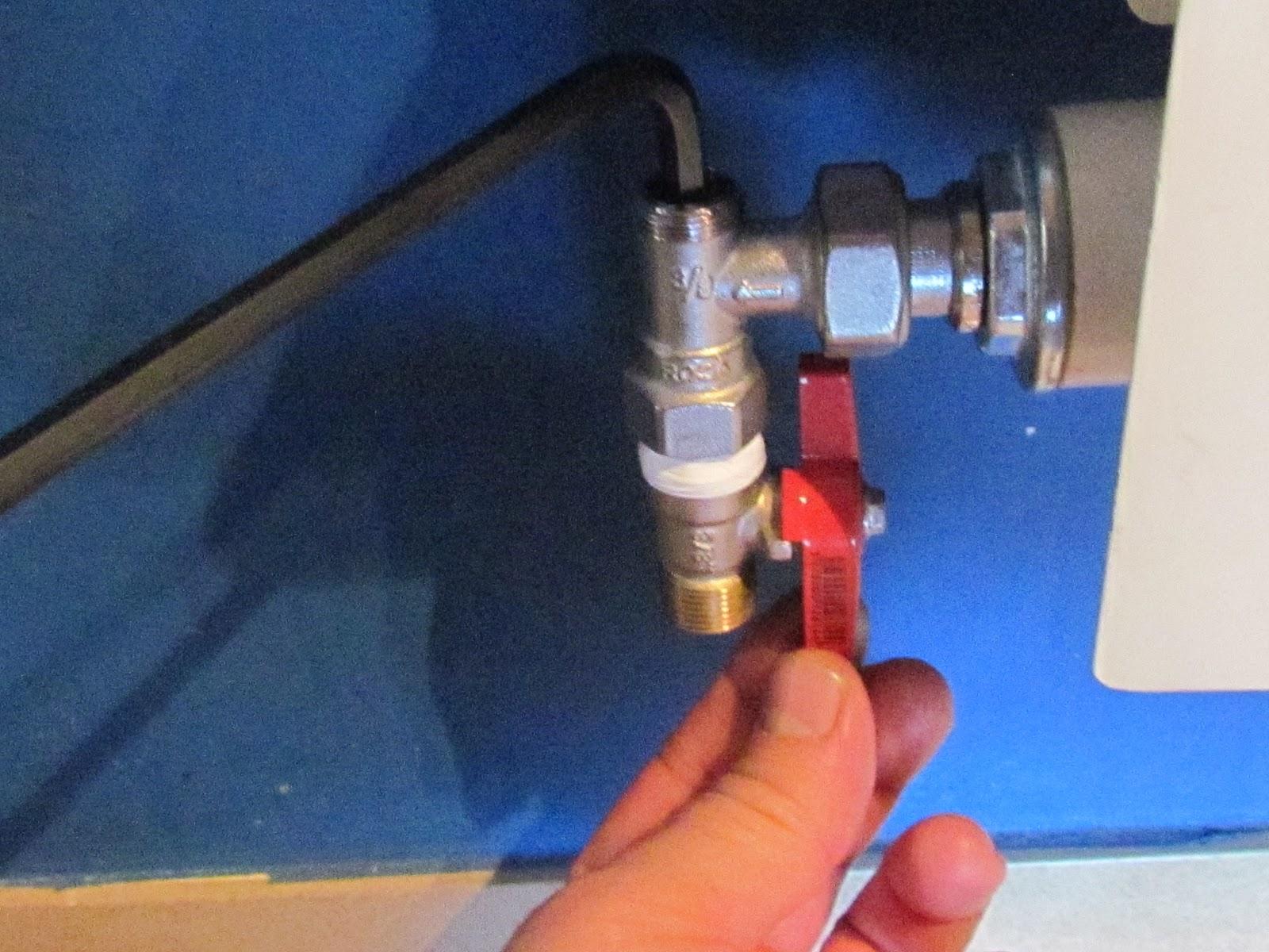 Bricolaje hazlo tu mismo vaciado del circuito del agua for Llave tirando agua