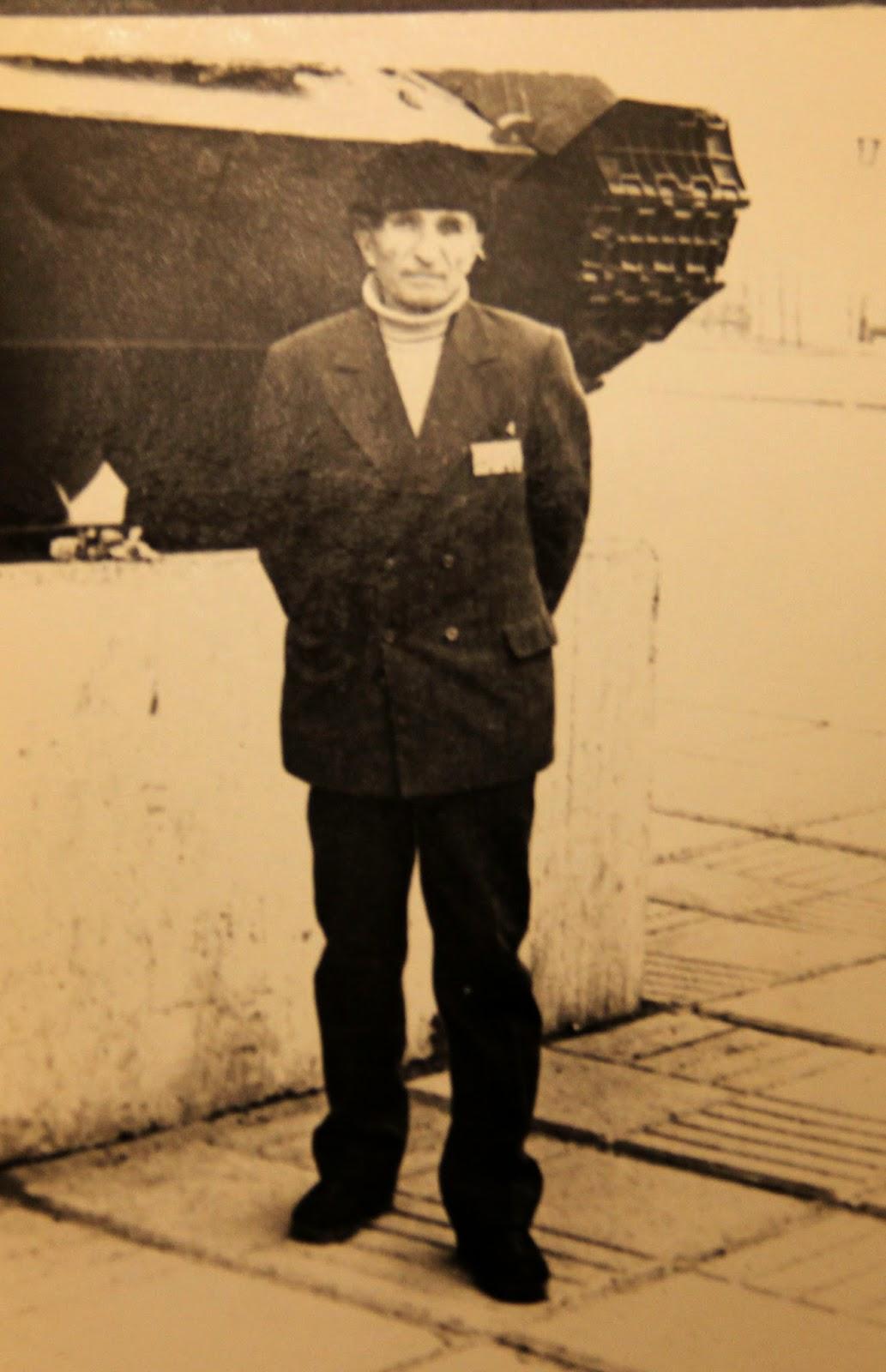 дед около мемориала победы почти сорок лет назад