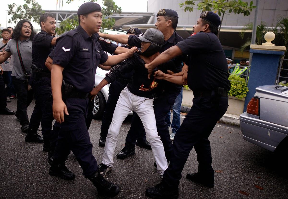 79 Peserta Demonstrasi Membantahai Barangan Dan Perkhidmatan Gst