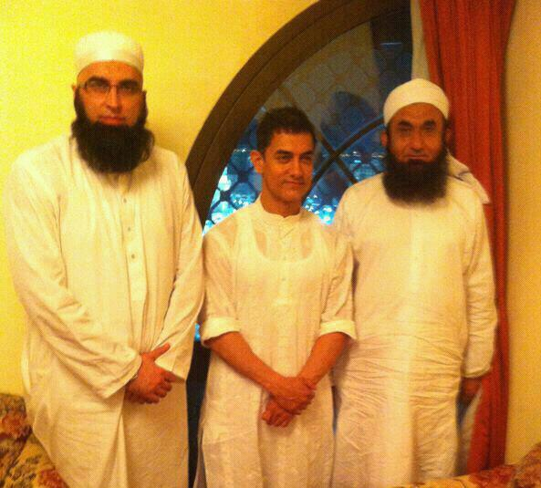 Junaid Jamshed with His Family http://propaknews.blogspot.com/2012/11/amir-khan-met-maulana-tariq-jameel-by.html
