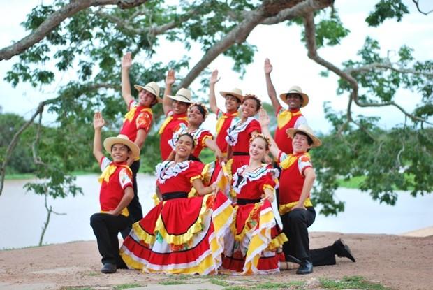 Conheça o Festival do Folclore de Olímpia-SP Click na Imagem