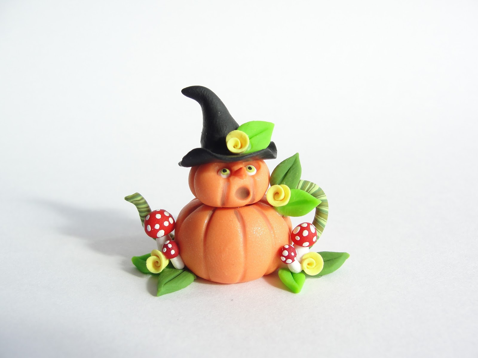 Miniatures by Fizzy: Miniature witch pumpkin teapot