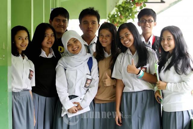 Foto Fatin X Factor Berseragam SMA