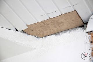 renovering av taket i stugan ilagd skiva för hålet mot murstocken