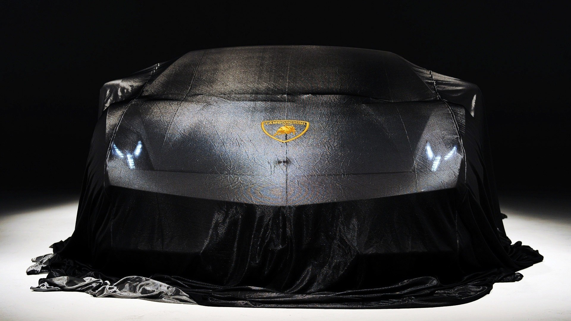 Lamborghini 2014 in Cover HD Wallpaper