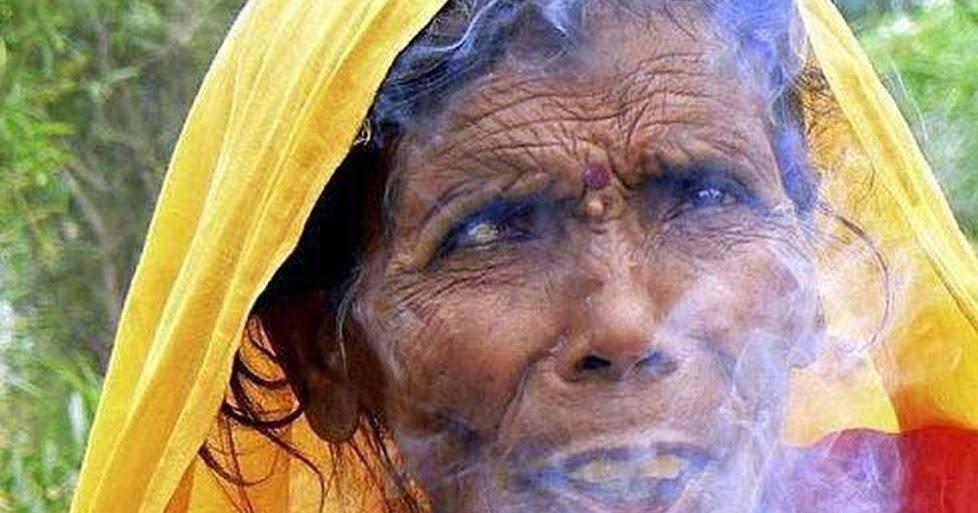 Mujeres desnudas fumando photos 66