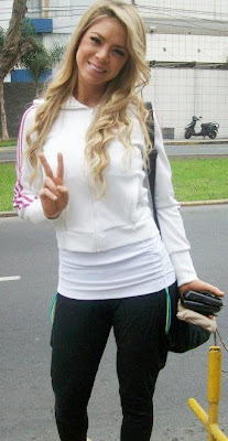 Sheyla Rojas con buzo