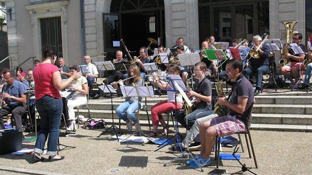Harmonie municipale de noyen sur sarthe for Garage noyen sur sarthe