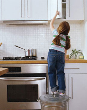 girl_kitchen