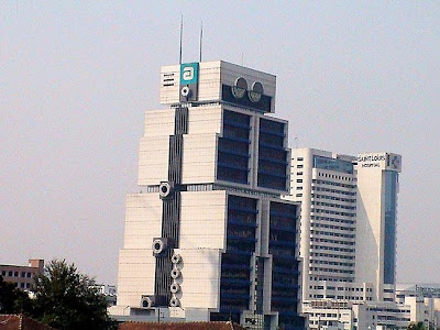 Bank of Asia Tower - Bangunan Robot