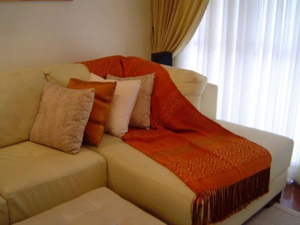 Eleg ncia na sala com linda manta de sof usando moda - Manta para sofa ...