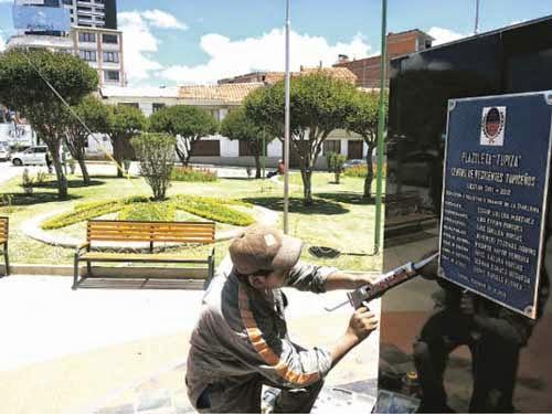 Mejoran plazuela Tupiza en Sucre y los residentes festejan