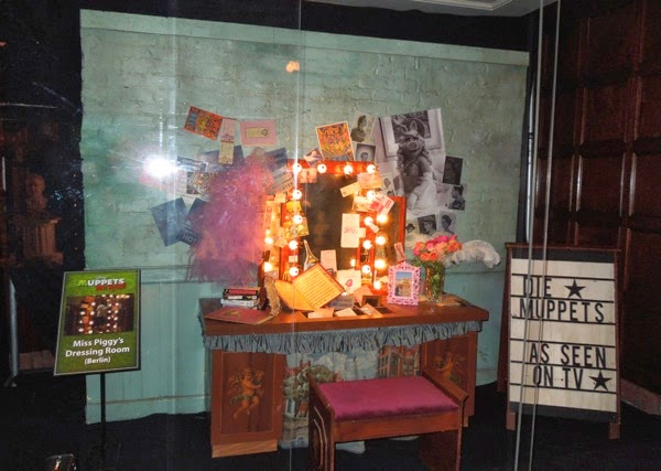 Miss Piggy Berlin dressing room set Muppets Most Wanted