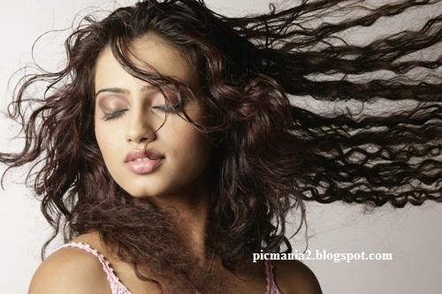 Hot actress parvati menon Sexy images