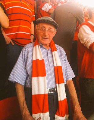 Sports : Arsenal pays tribute to 90 year old life-long fan who died after strong wind blows him into pathway of bus