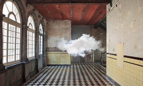 Las nubes interiores de Berndnaut Smilde