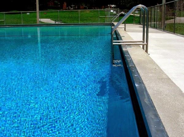 Marzua escaleras para piscinas for Piscinas hechas a medida