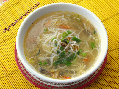 noodles soup, vegetable noodles soup, vegetable thin soup
