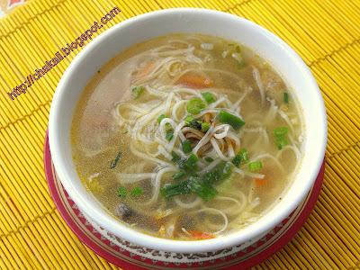 noodles soup, vegetable noodles soup, vegetable thin soup