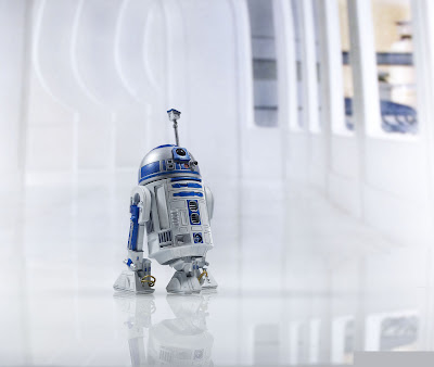 Hasbro Star Wars The Black Series R2-D2 figure