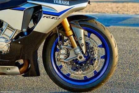 gambar motor yamaha R1M