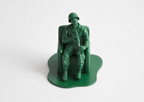 http://4.bp.blogspot.com/-vNcQRVV_NGk/Tzc7m-2T0OI/AAAAAAAALXc/8Ne1iQruIPY/s1600/Dorothy_0025g-Casualties-of-War-Toy-Soldiers-.jpg
