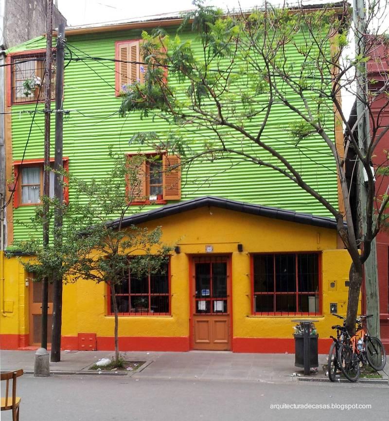 Arquitectura de casas casas de colores fachadas pintorescas for Fachadas de casas de barrio