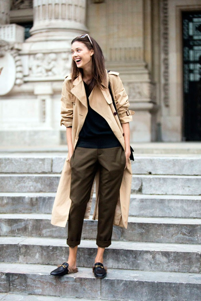 Street Style Diana Moldovan 39 S Classic Trench The Front Row View