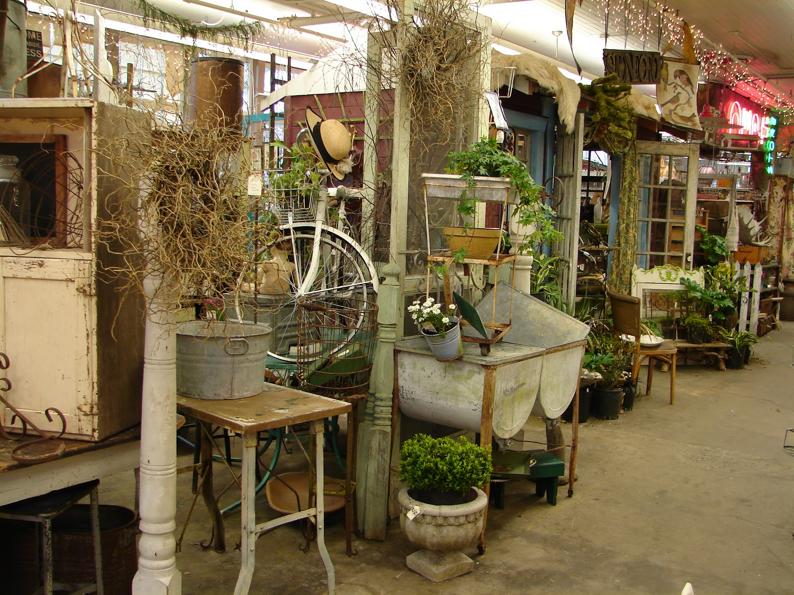 Monticello antique marketplace garden show sneeky peeks - Garden decor stores ...